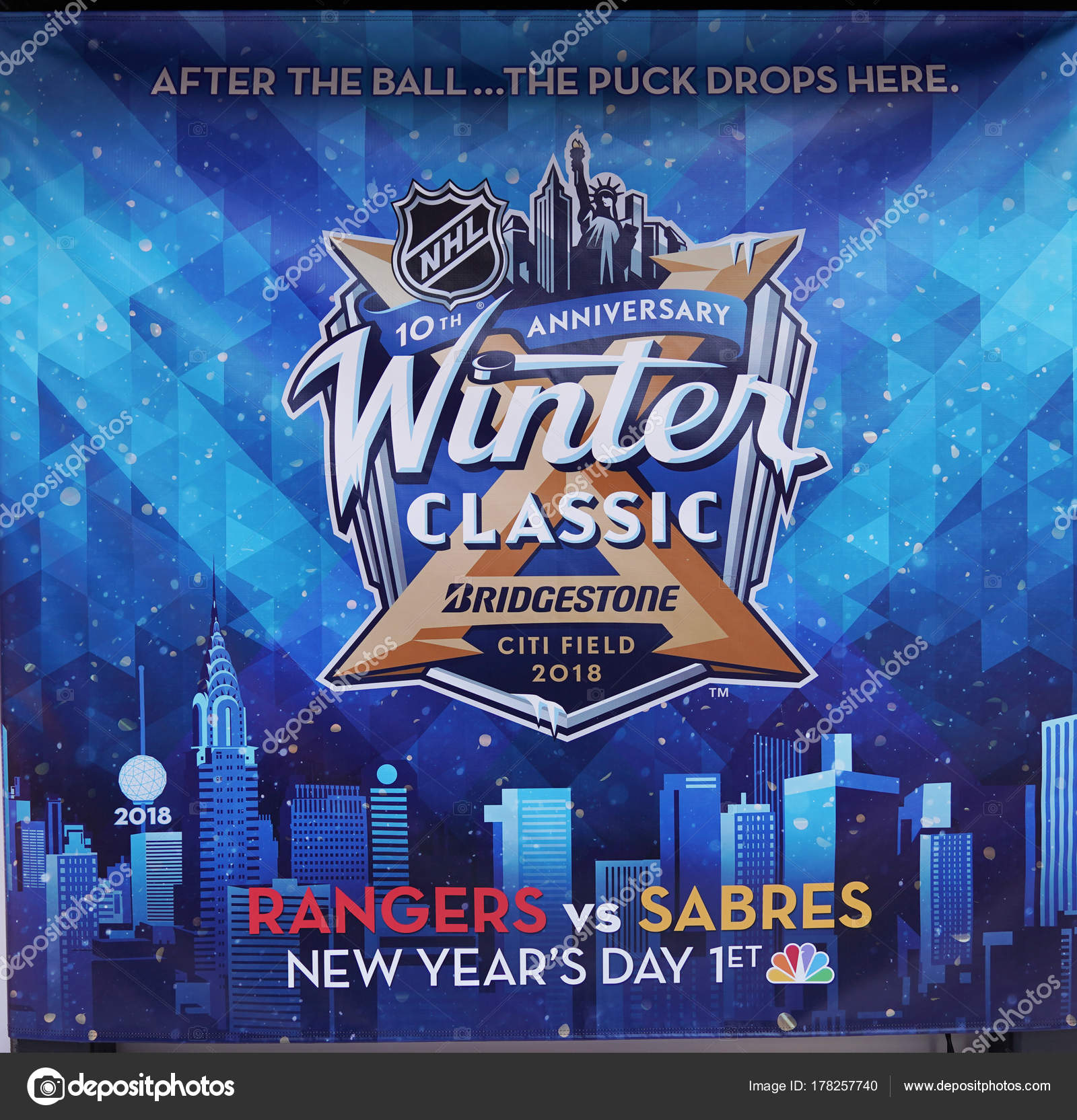 b7a98f74d9a New York December 2017 Nhl Shop Windows Decoration Nhl Winter ...