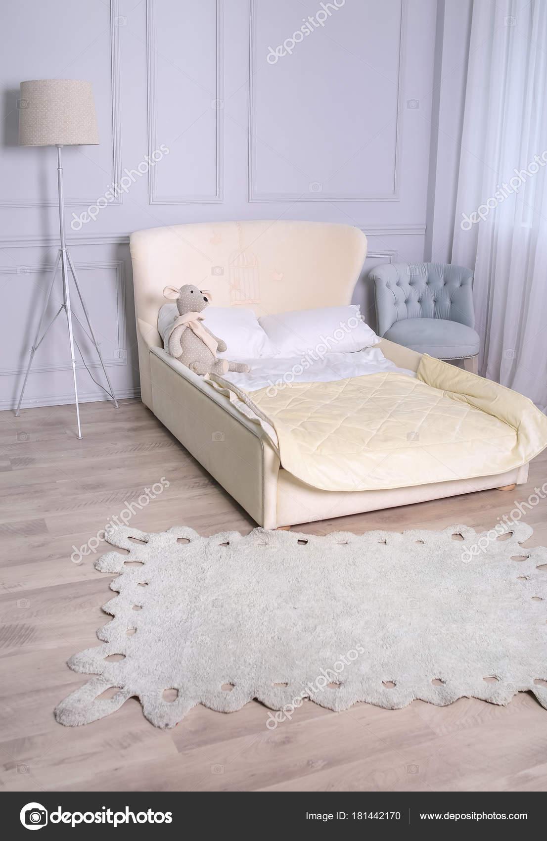 Kinderzimmer Für S | Sofa Im Innenraum Kinderzimmer In Licht Farben Im Rokoko S