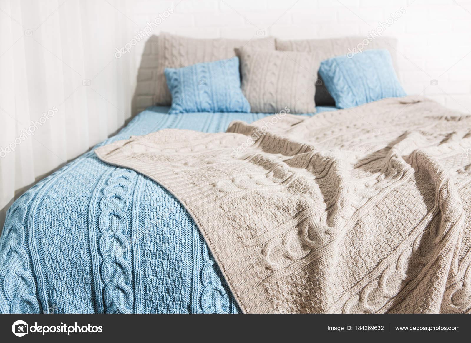 Schlafzimmer Bett Decke Plaid Blau Beige U2014 Stockfoto