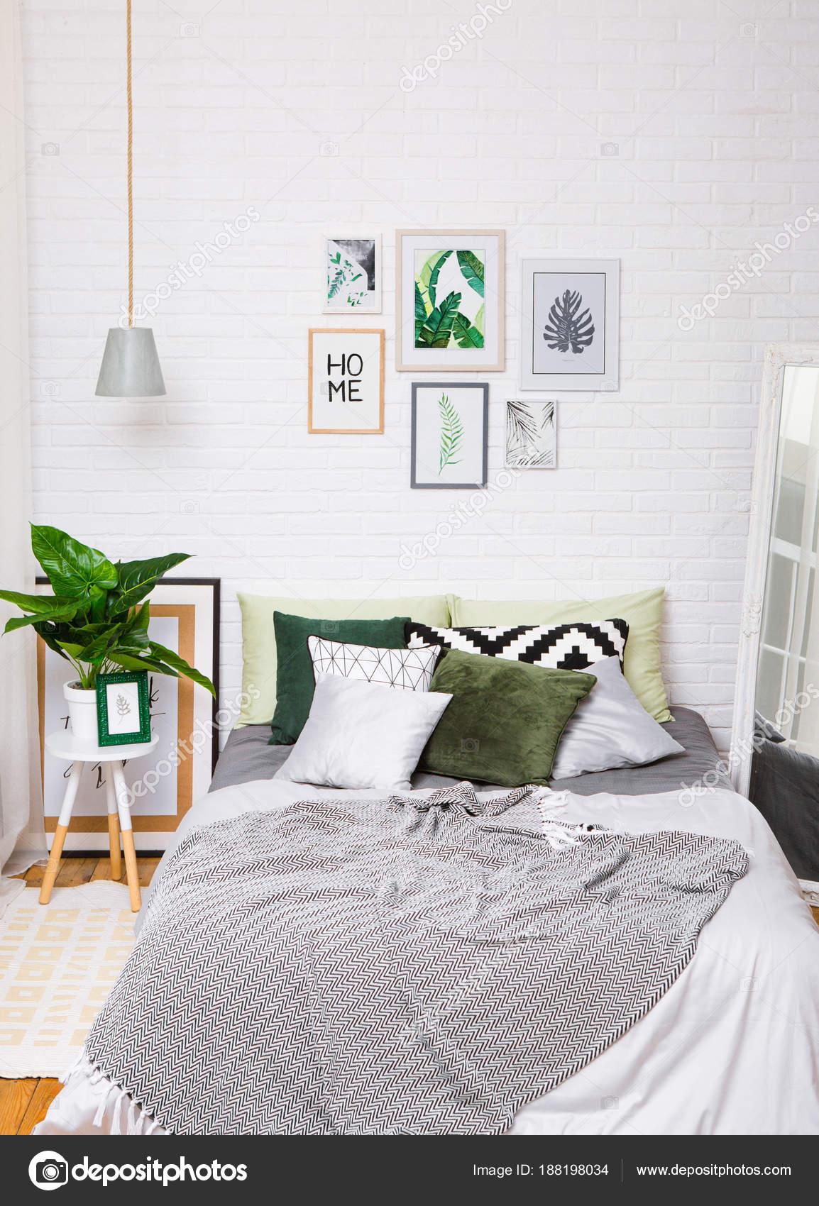 camera da letto casa interni letto stile specchio verticale — Foto ...