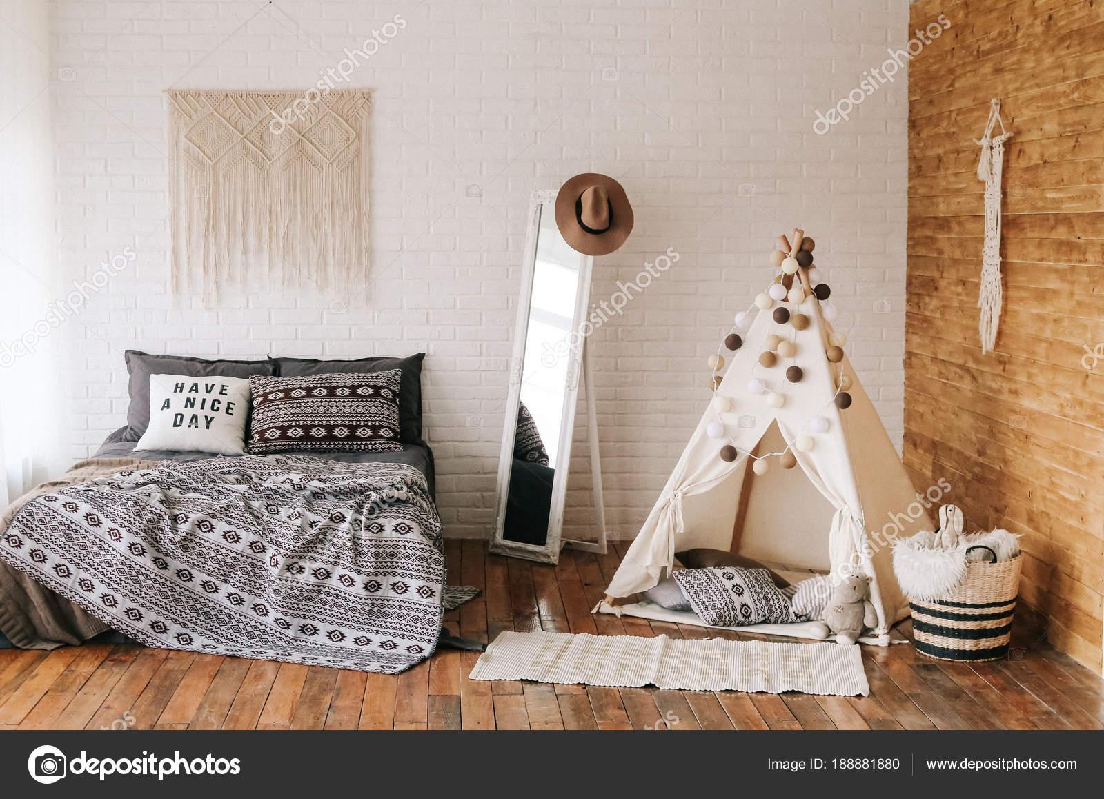 Wnętrze W Stylu Boho łóżko Sypialnia Zdjęcie Stockowe