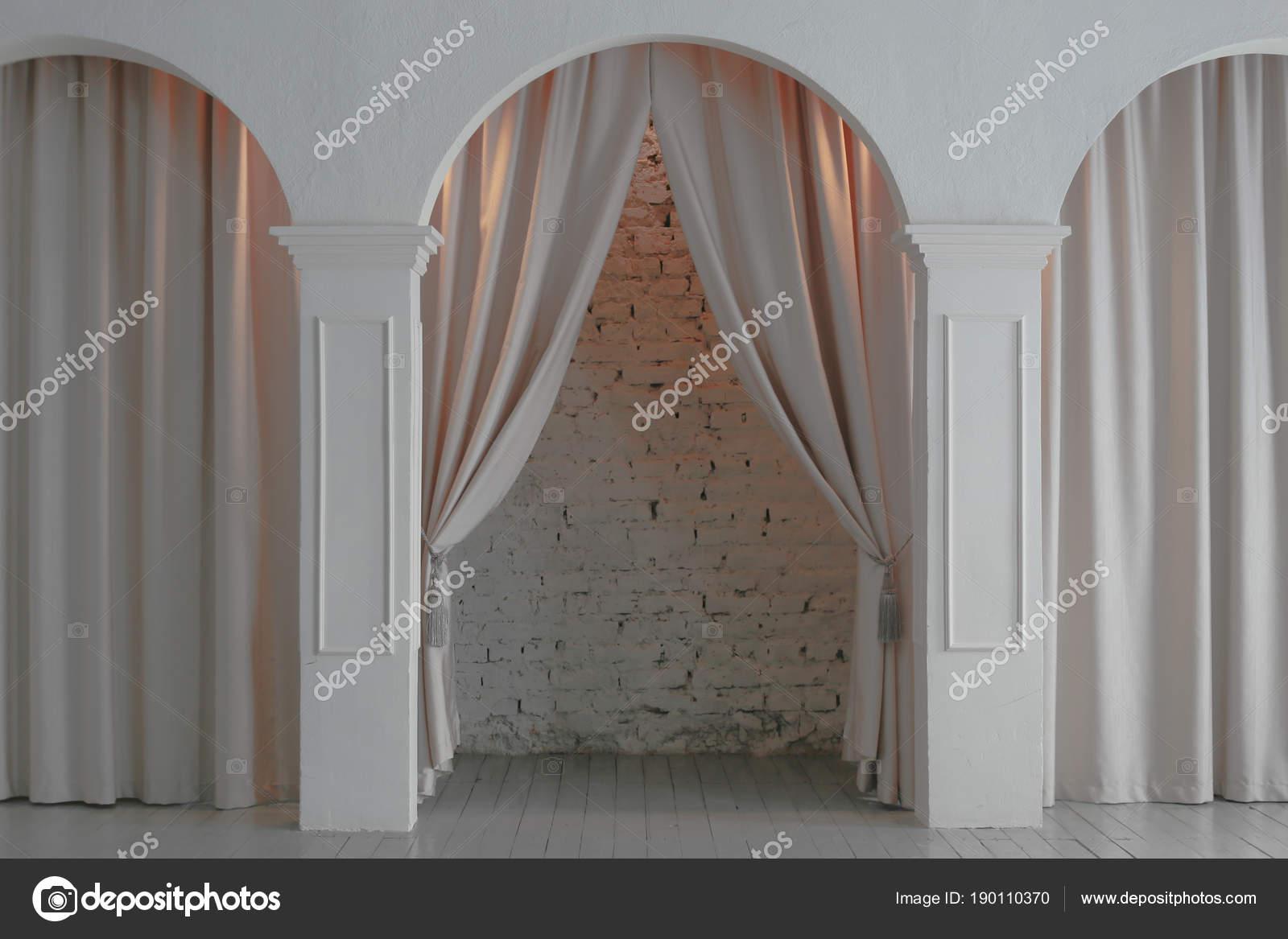 Interieur Mit Säulen, Bögen Und Vorhänge Mit Beleuchtung U2014 Foto Von Yunafoto
