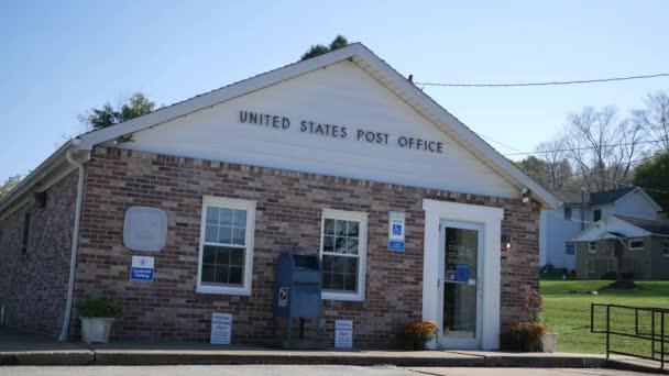 Smicksburg - cca října 2017 - denní založení záběr budovy poštovního úřadu Spojených států