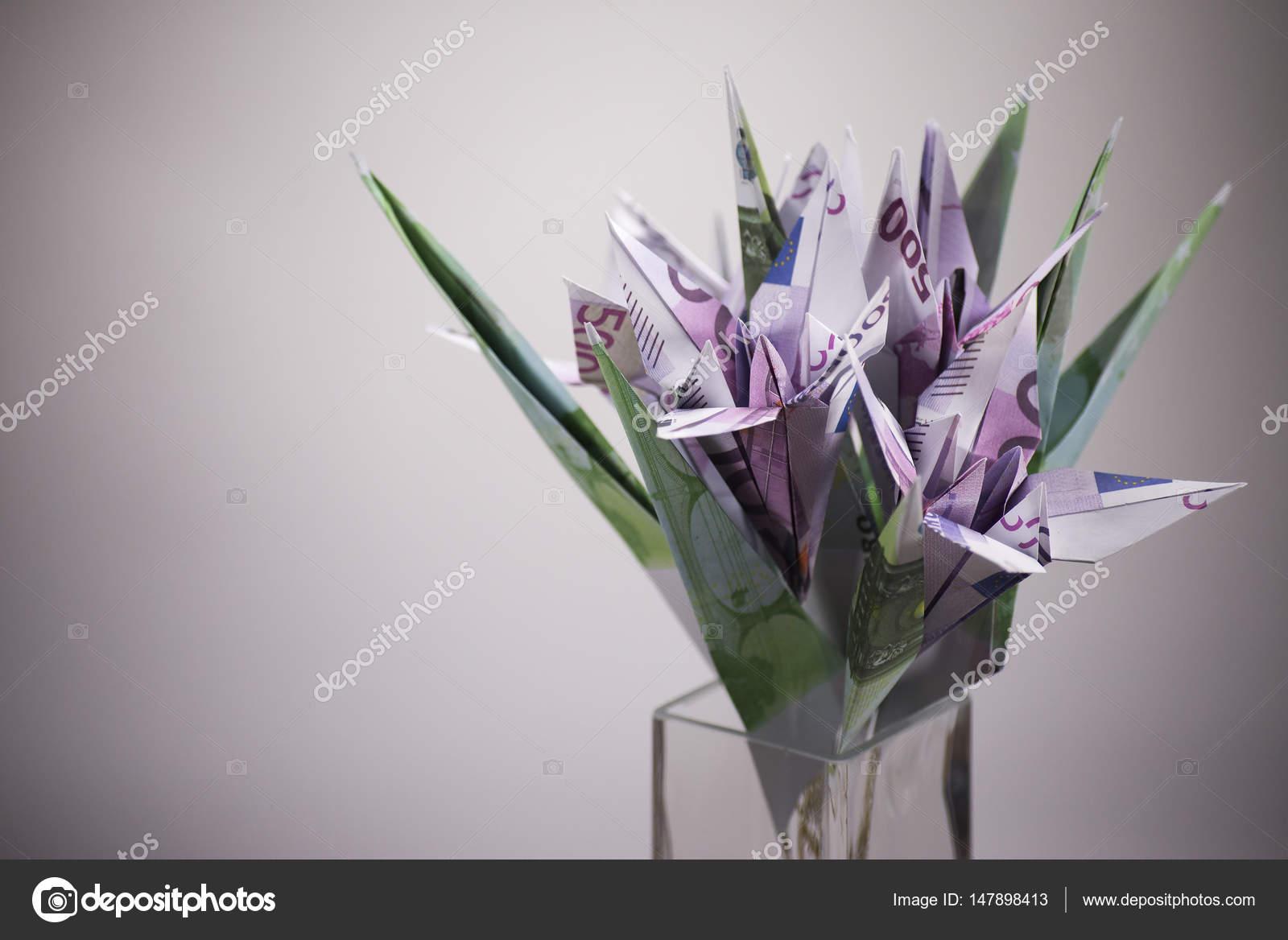 Mazzo Di Fiori Origami.Flowers Origami Banknotes Stock Photo C Artbutenkov 147898413