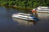 Tyumen, Rusko - 15. července 2018: Motorová loď Tyumen na řece Tura.