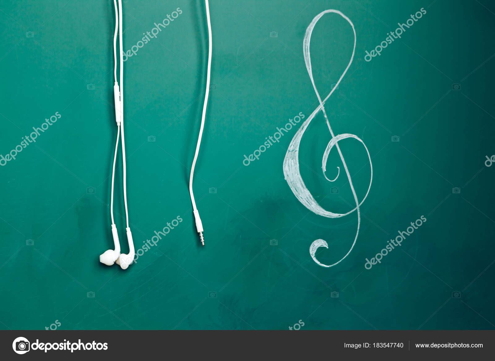 Una Nota Violín Tiza Una Pizarra Auriculares — Fotos de Stock ... 88dc526bf8f16