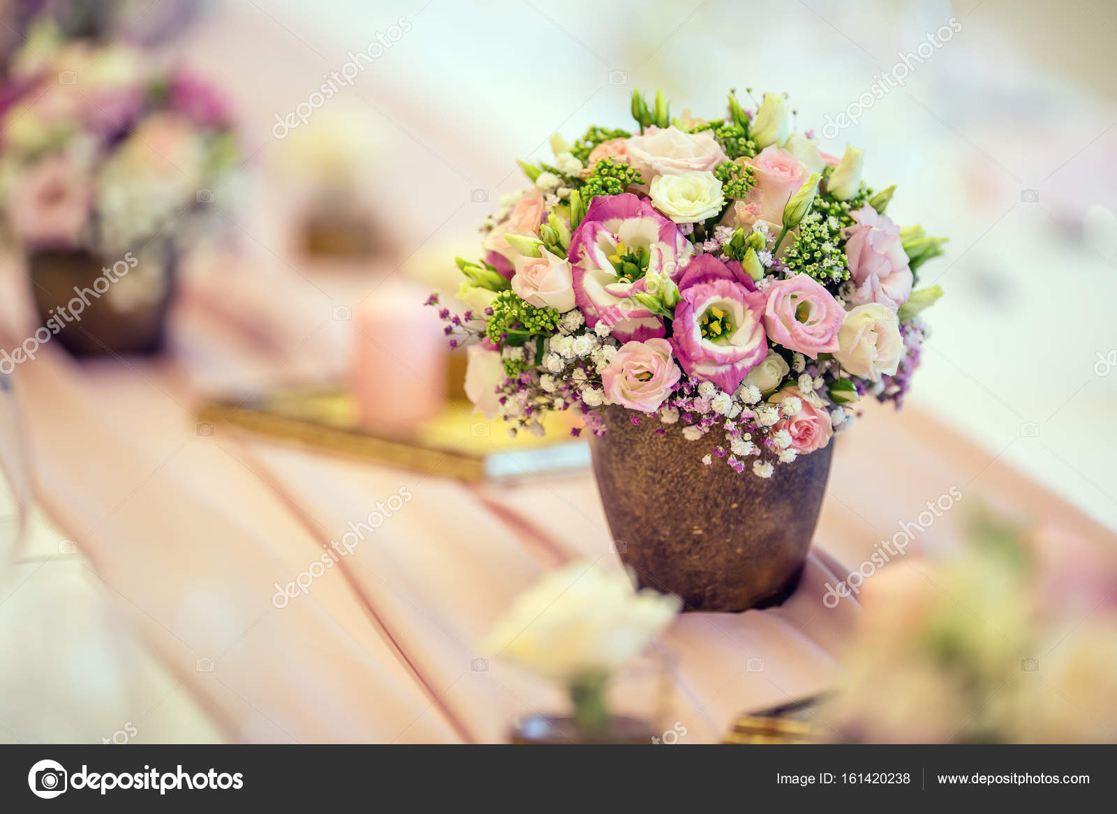 Hochzeit Tischdekoration Schoner Tisch Mit Blumen Und Tassen Aus
