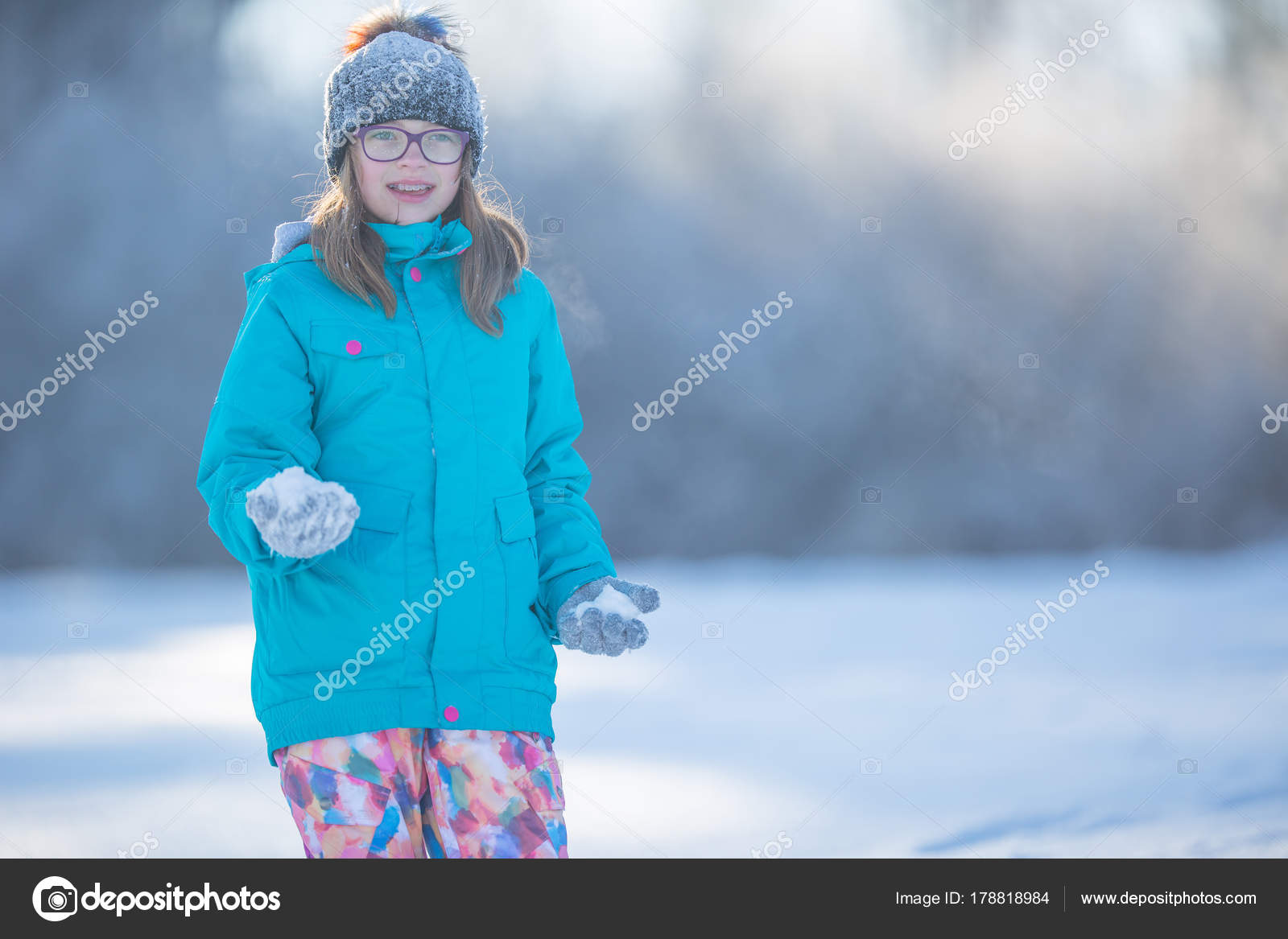ace6af0e373a Happy young Pre-Teen girl in warm clothing playing with snow — Stock ...