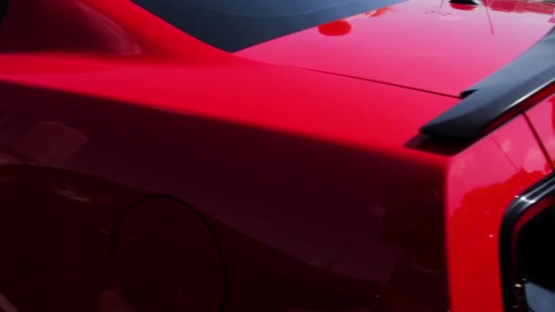 Zblízka zcela nový Ford Mustang Gt