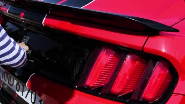 Zavřete nový červený Ford Mustang
