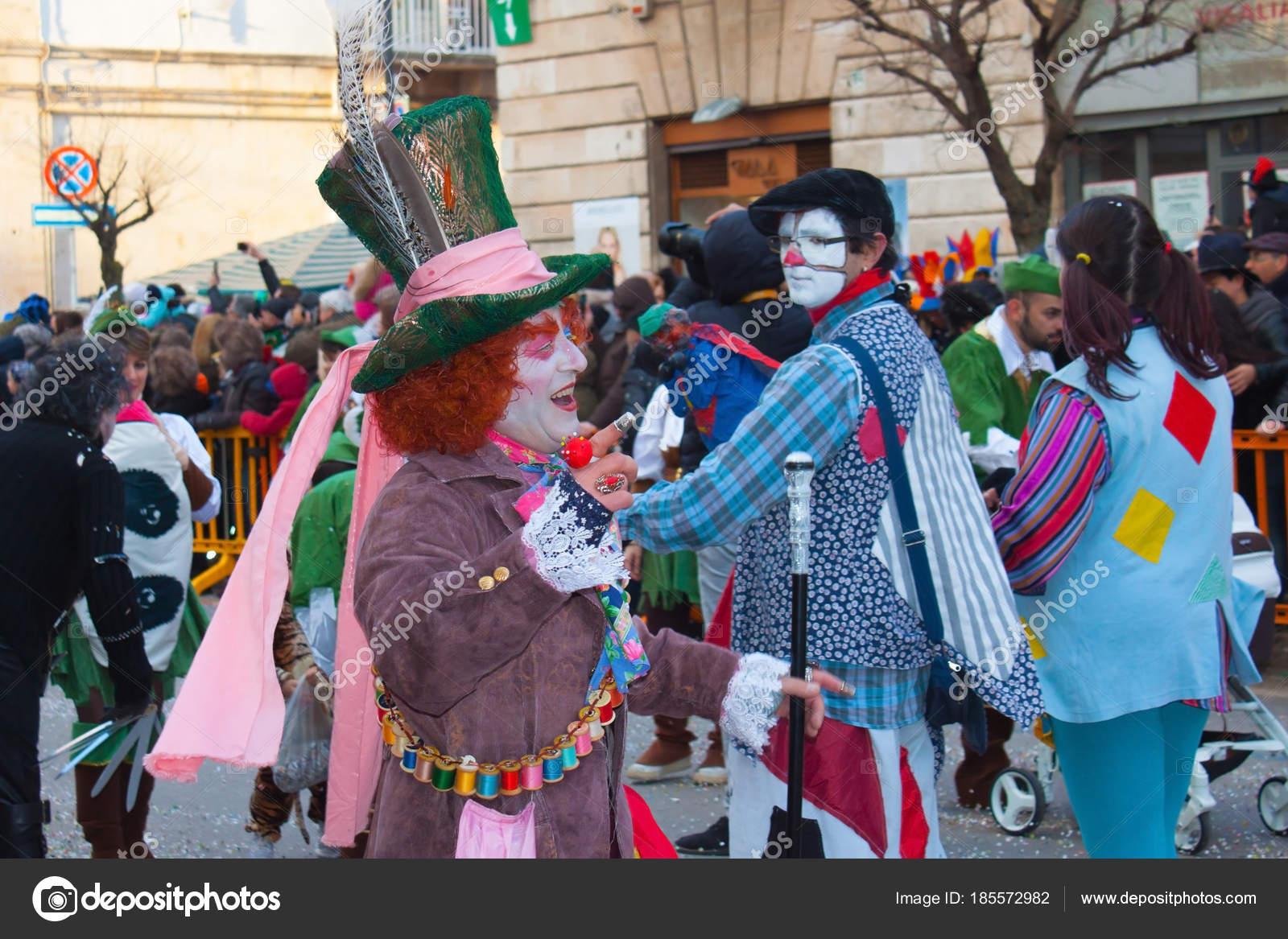 Mann In Hutmacher Kostüm Aus Dem Märchen Alice Im Wunderland