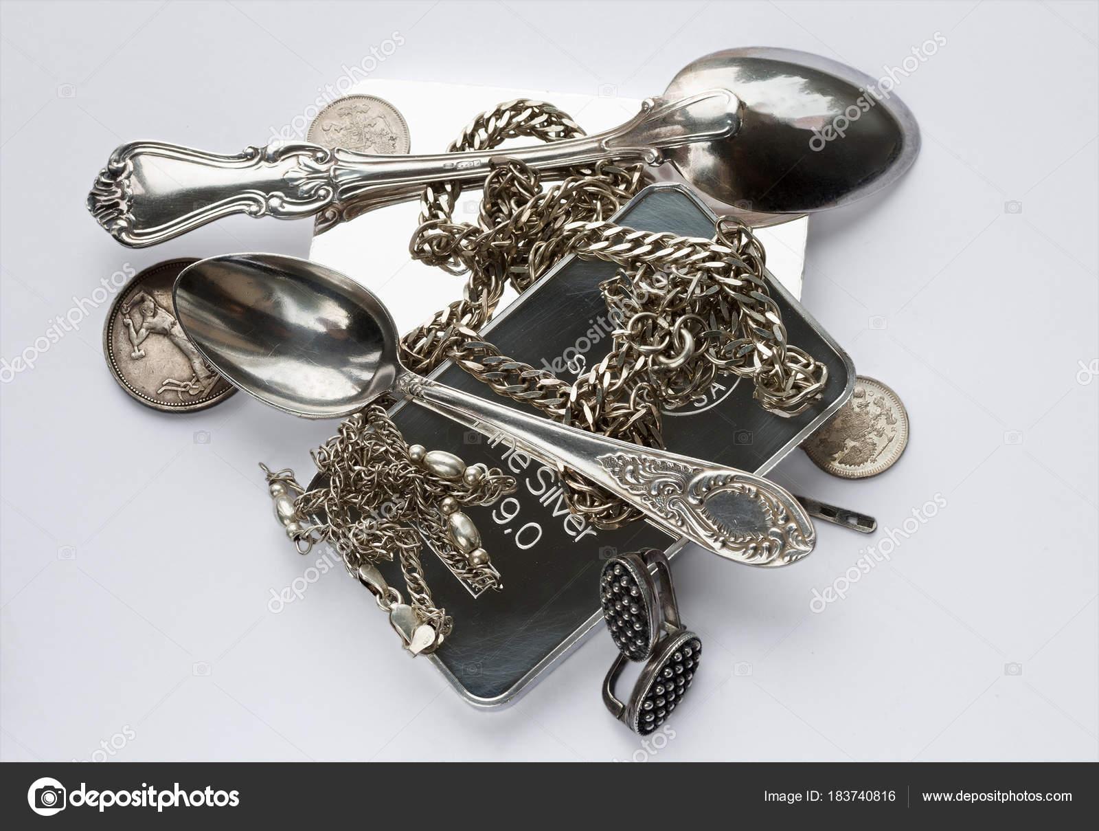 Silberwaren Werden Auf Einem Hellgrauen Hintergrund Platziert