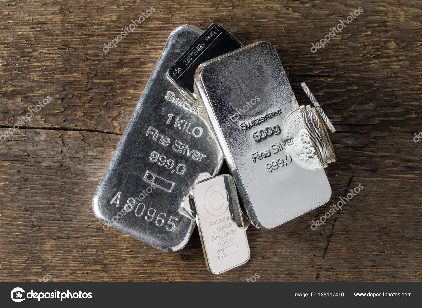 Silberbarren Auf Holztextur Hintergrund Münzen Und Barren