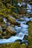 Fiume di montagna nel Parco nazionale di Peneda Geres, Portogallo