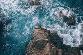 festői táj, gyönyörű tengerre és sziklák, Riomaggiore, Olaszország
