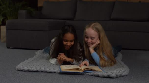 Šťastné děti mnohonárodnostní čtení pohádek u vás doma