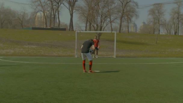 Fotbalista bude pro penaltu během zápasu