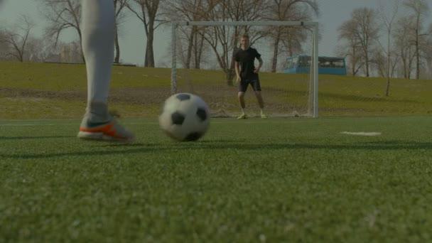 Fotbalový klub bodování cíl během tréninku zápas