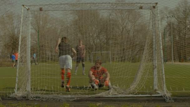 Nadšený fotbalista po gól