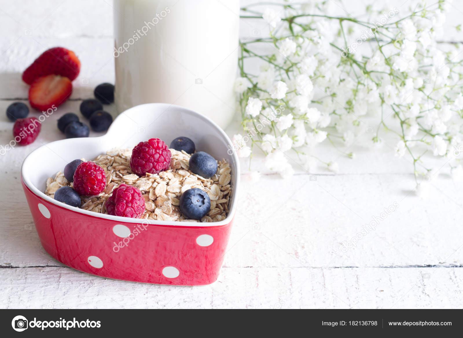 Porridge Haferbrei Mit Fruchten Herzen Valentinstag Essen Liebe