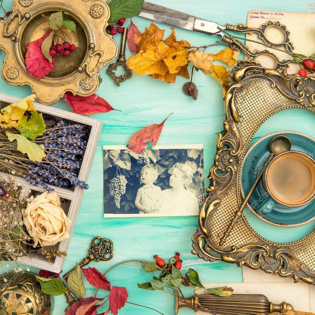 Herbstlaub goldenen Bilderrahmen Scrapbook-Familienfoto — Stockfoto ...