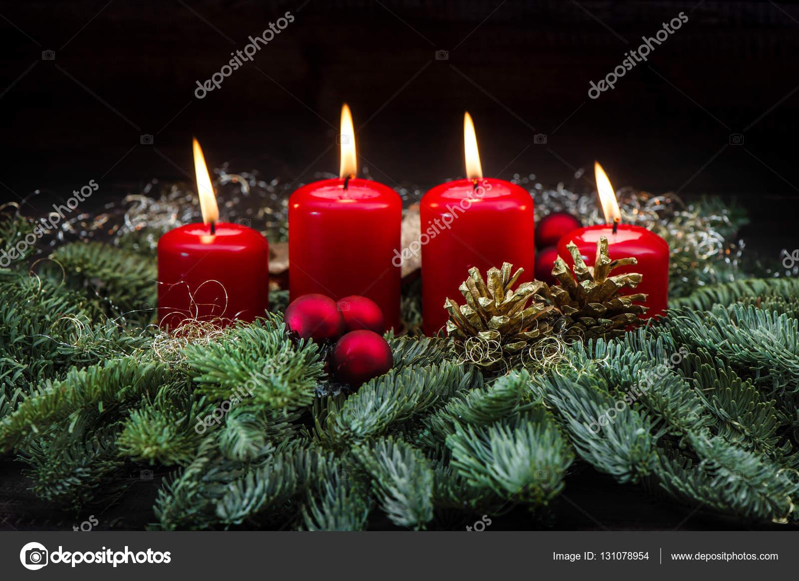 Advent dekoration r d brinnande ljus julgran grenar - Dekoration advent ...