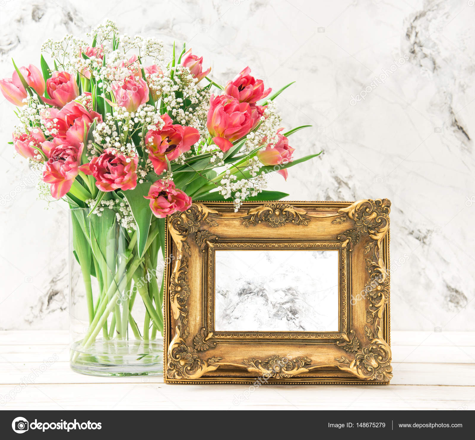 Rosa Tulpe Blumen goldenen Bilderrahmen — Stockfoto © LiliGraphie ...