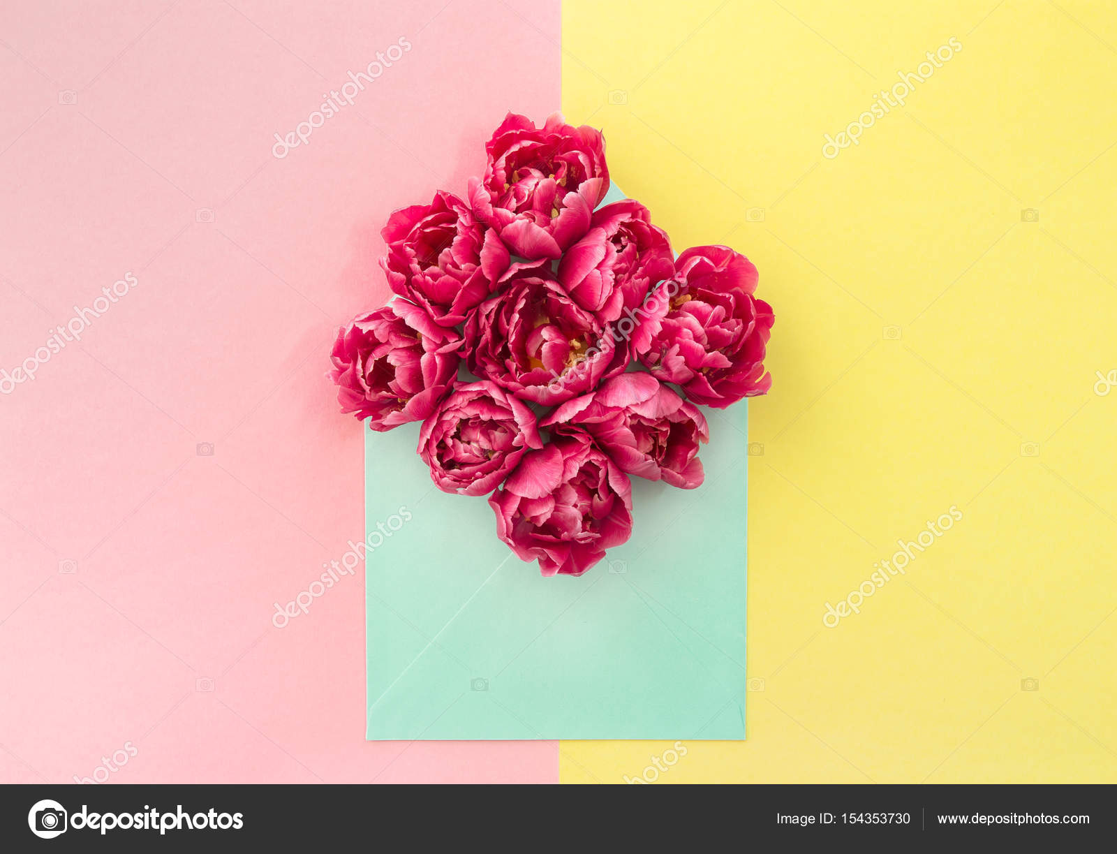 Tulpe Blumen Rosa Bluten Gelbe Papier Stockfoto C Liligraphie