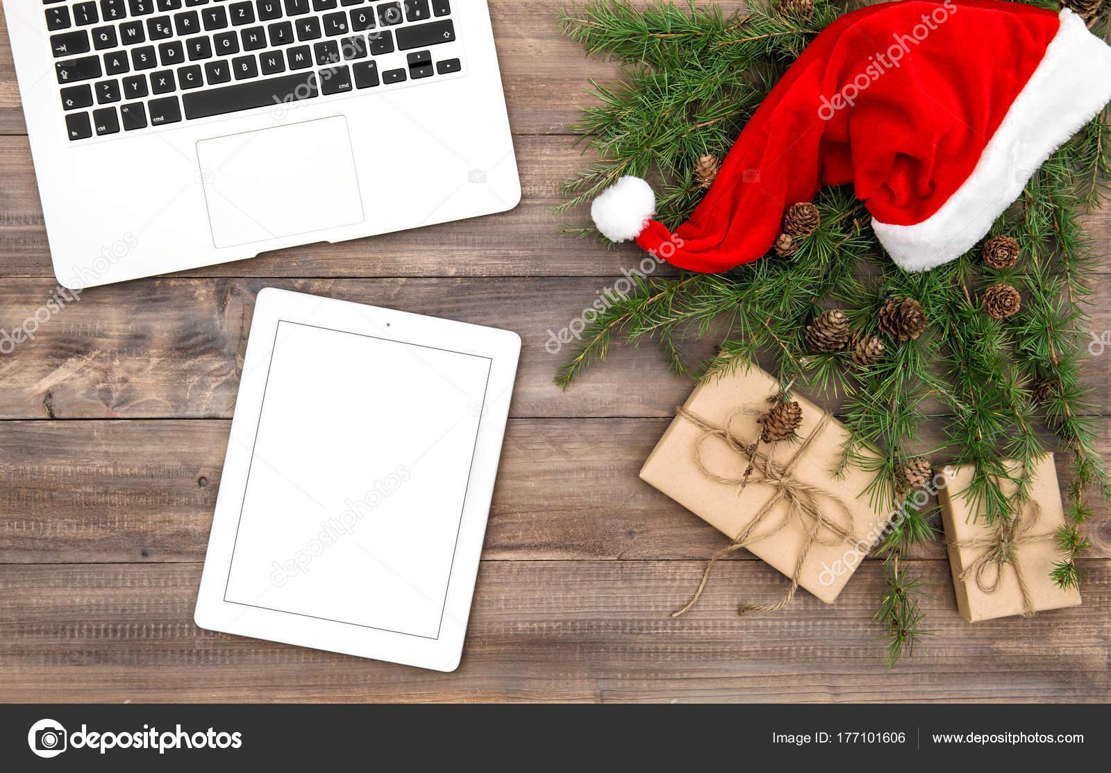 Büro Schreibtisch Dekoration rote Weihnachtsmütze Geschenke Laptop ...