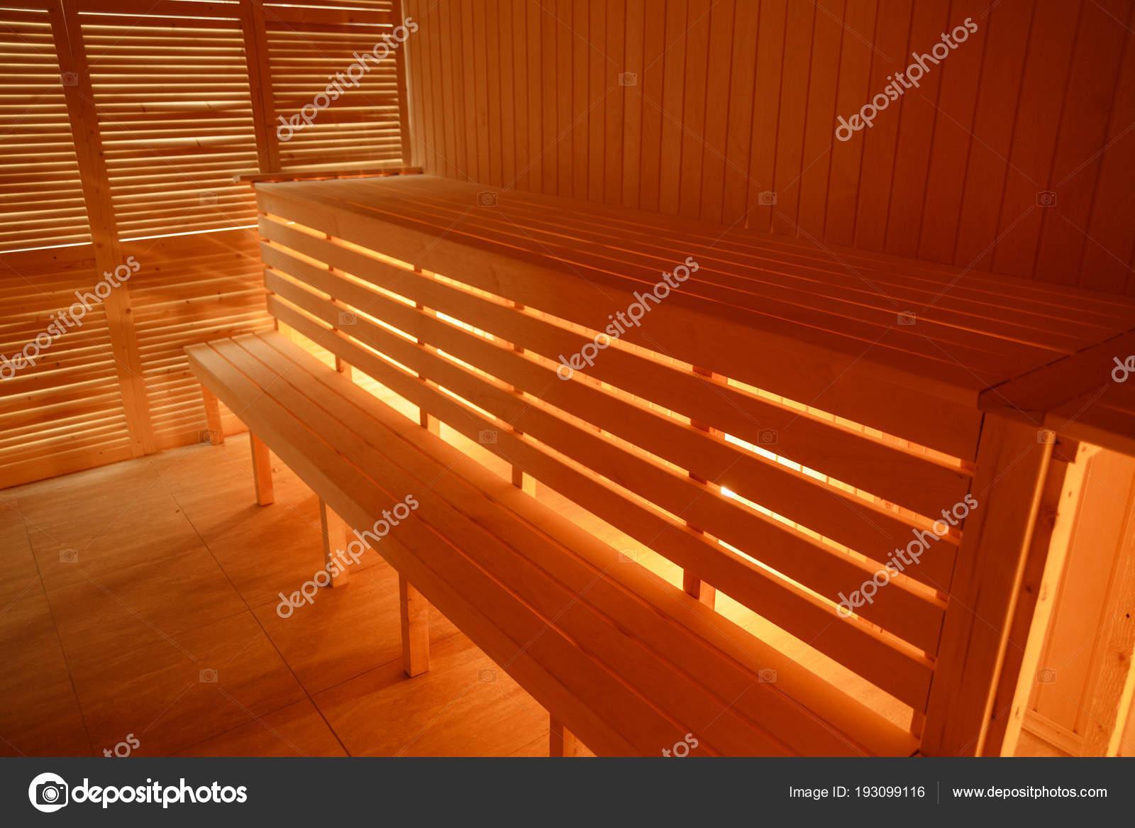 Interieur Klein Huis : Interieur klein huis houten sauna u stockfoto lizaelesina