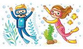 Junge und Mädchen schwimmen unter Wasser