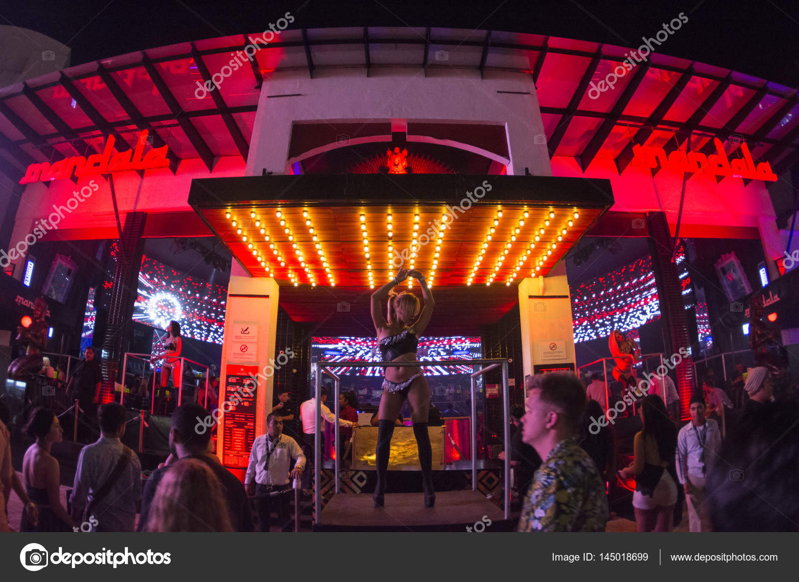Spring Break Im Mandala Nachtclub In Cancun Redaktionelles