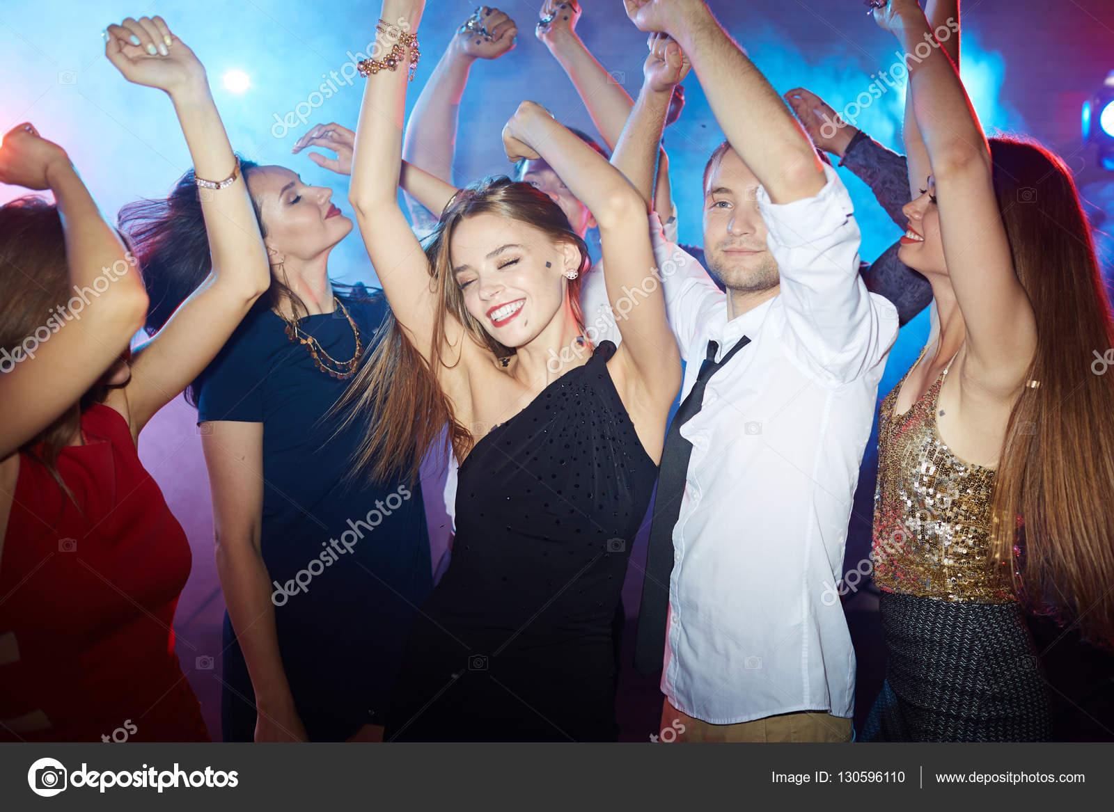 恍惚 恍惚とした人々 がディスコ ダンスを楽しんで — ストック写真