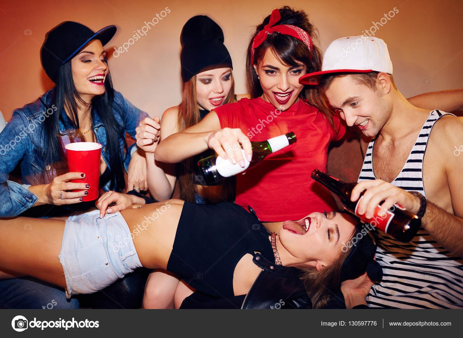 Русские студенты на секс вечеринке, Русские порно вечеринки: смотреть секс видео онлайн 22 фотография
