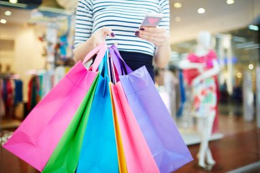 Modern shopper writing sms in trade center stock vector
