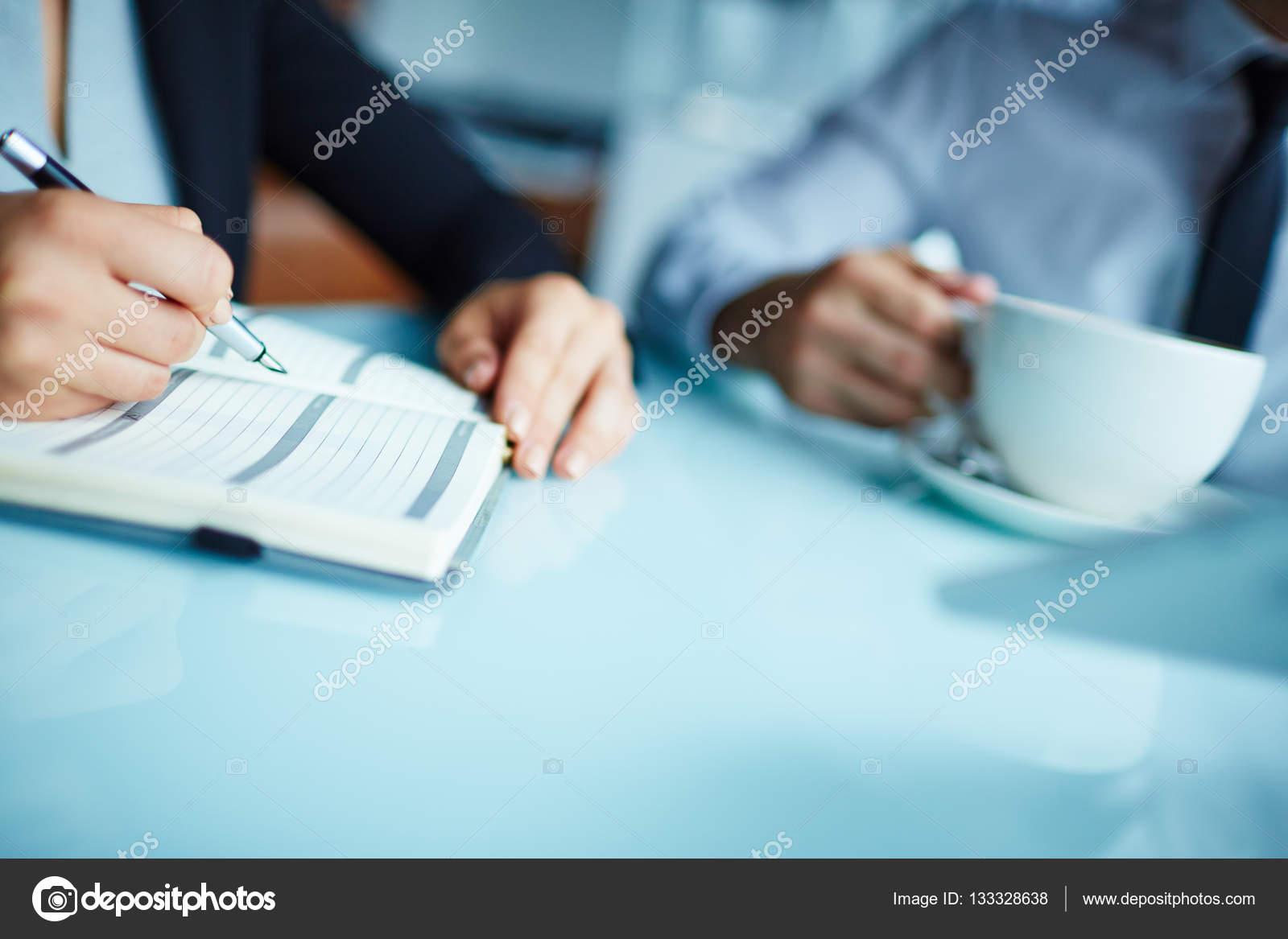 Piano Di Scrittura Del Giorno Lavorativo Foto Stock Pressmaster