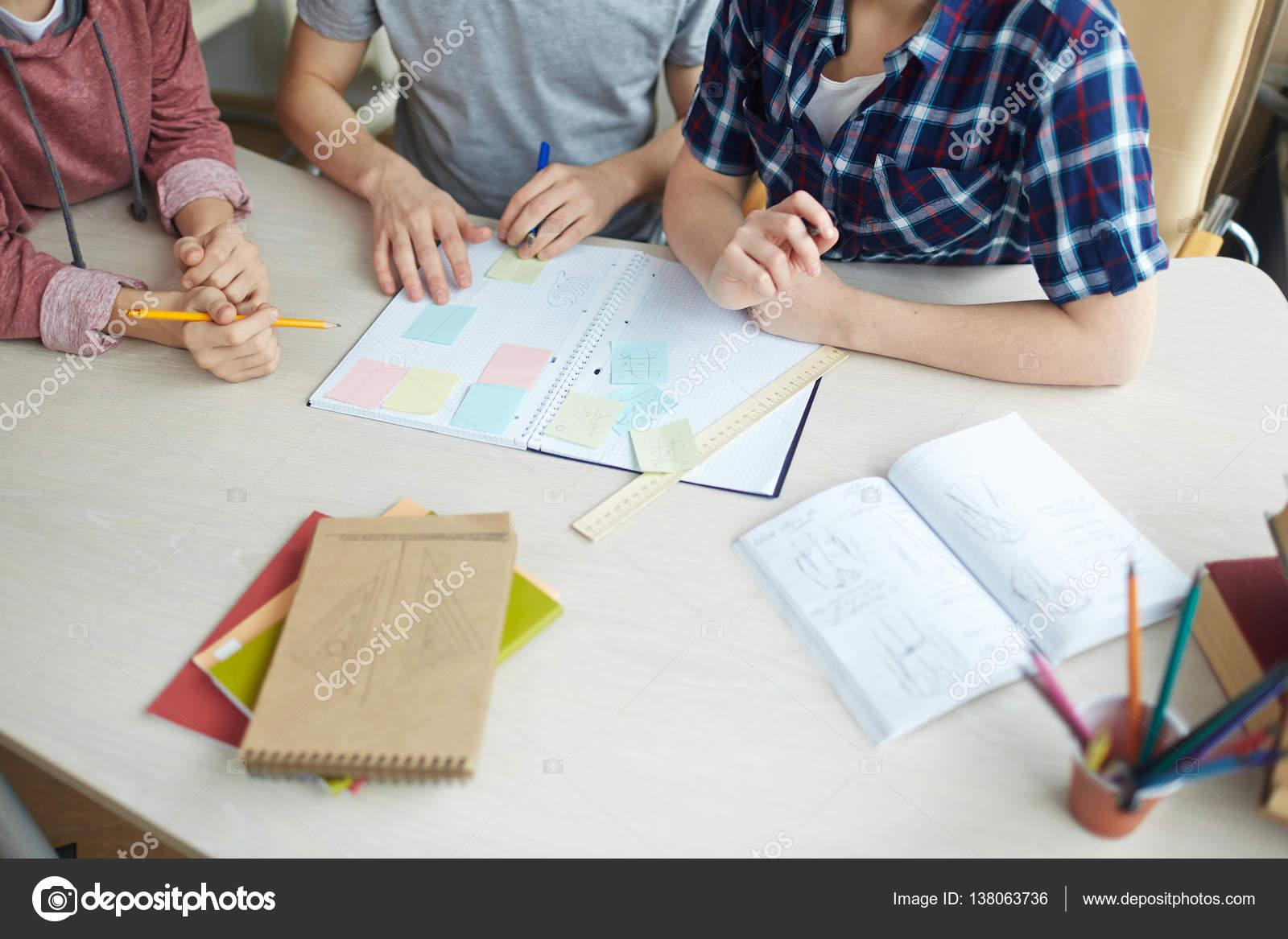 College-Studenten schreiben von Notizen — Stockfoto © pressmaster ...