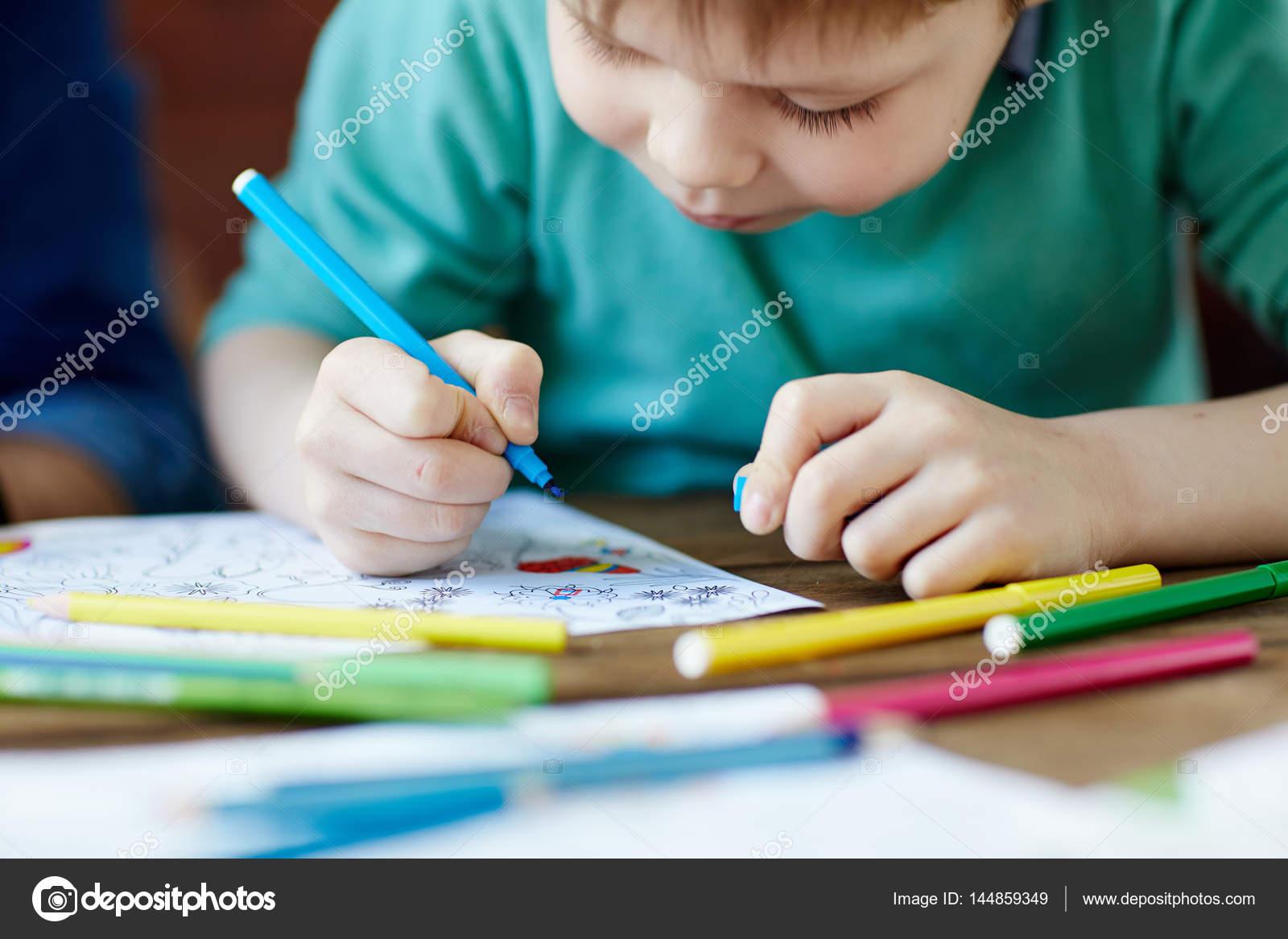 Dibujos Para Colorear De Jovenes Estudiando Dibujito De Niño Y