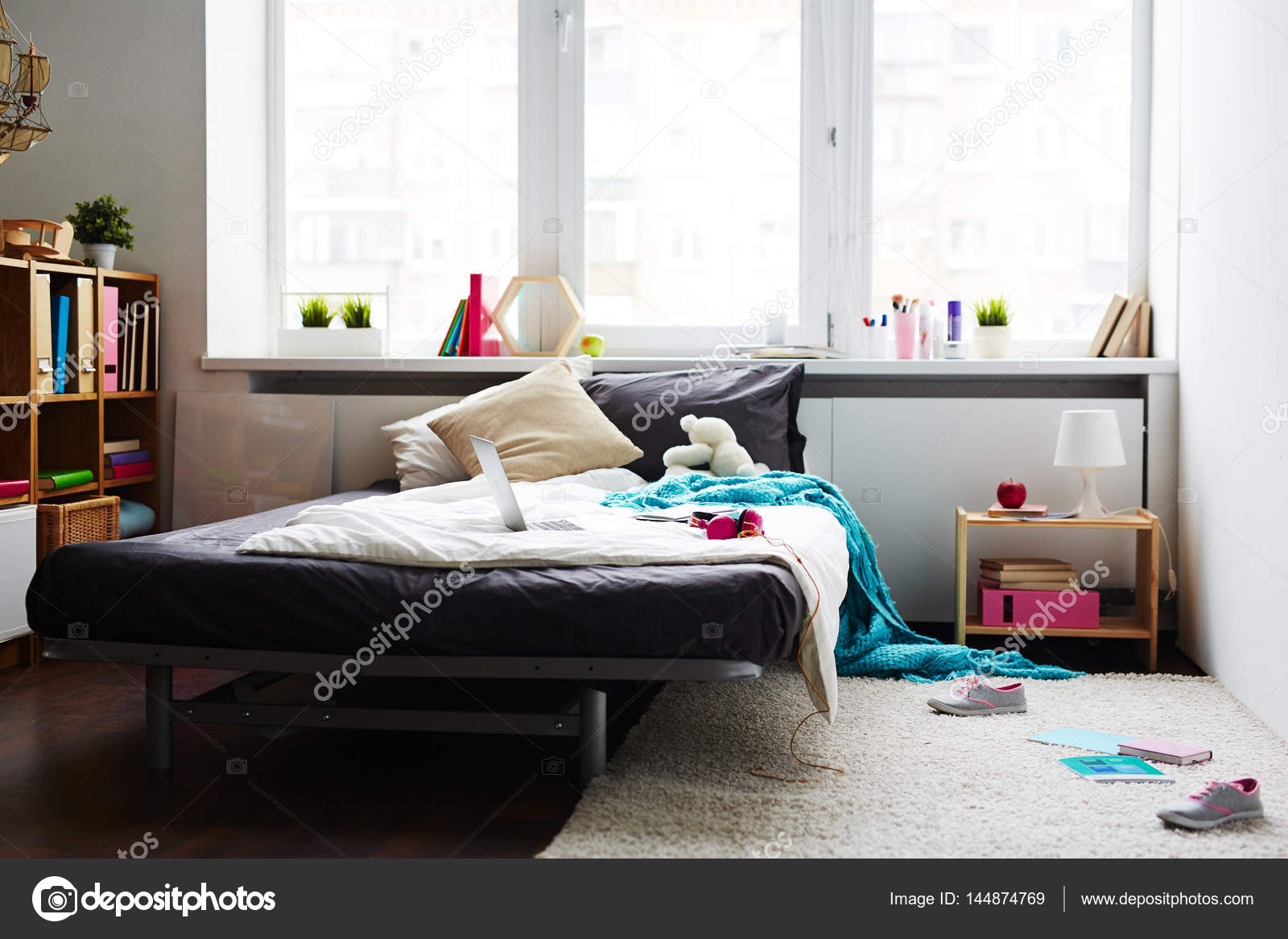 Camera da letto moderna ragazza disordinato foto stock - Camera da letto ragazza ...