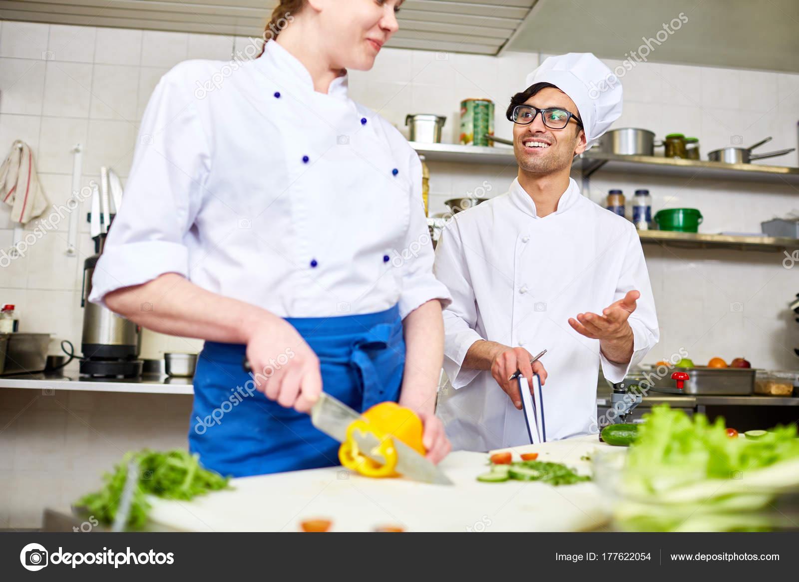 Contemporáneo Chef Uniforme Consultoría Aprendiz Cocina — Foto de ...