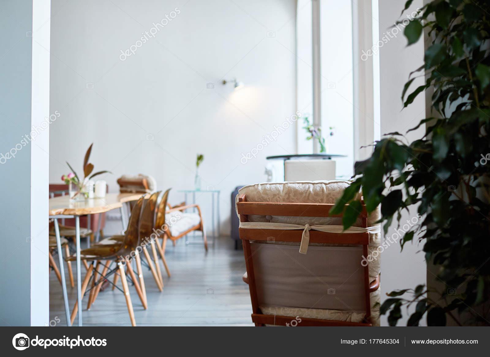 Modern Gezellig Interieur : Interieur van modern restaurant met stijlvol design panoramische