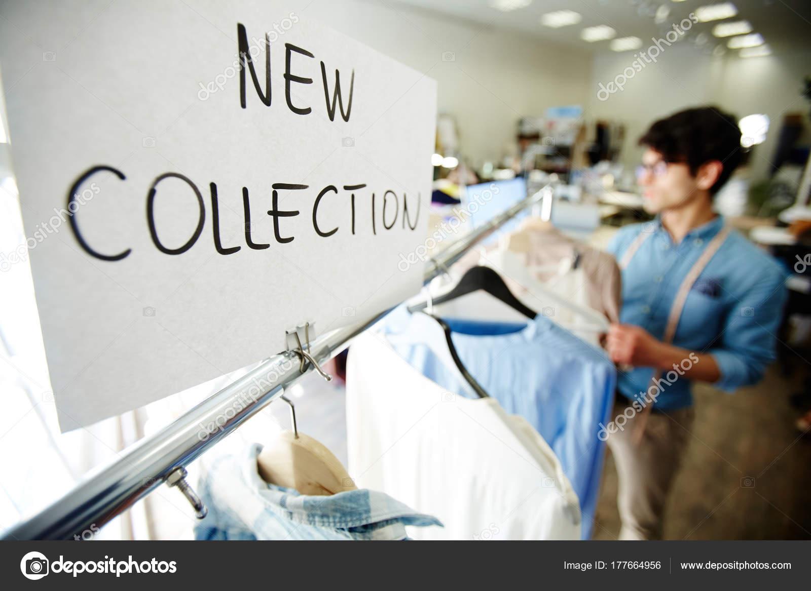 Nieuwe Collectie Kleding.Aankondiging Papier Nieuwe Collectie Van Kleding Boetiek Stockfoto