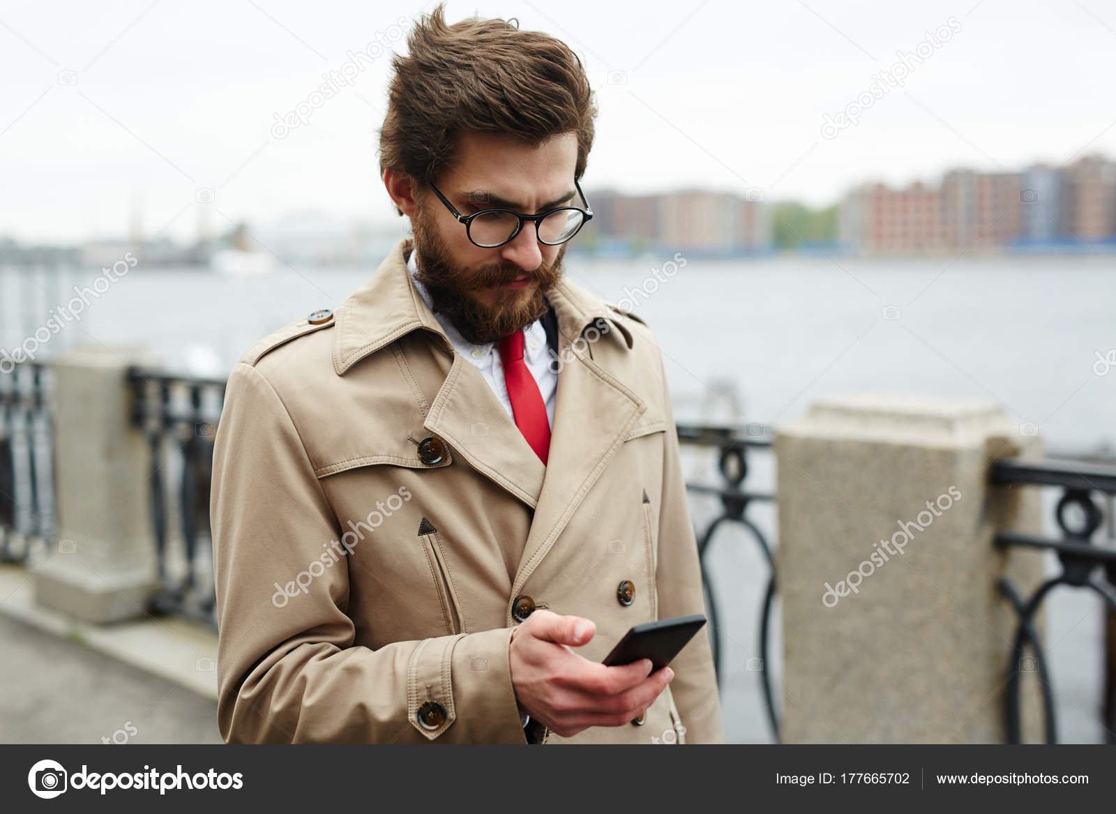 on sale d8e98 65f40 Elegant Man Beige Trenchcoat Got Sms Business Partner ...
