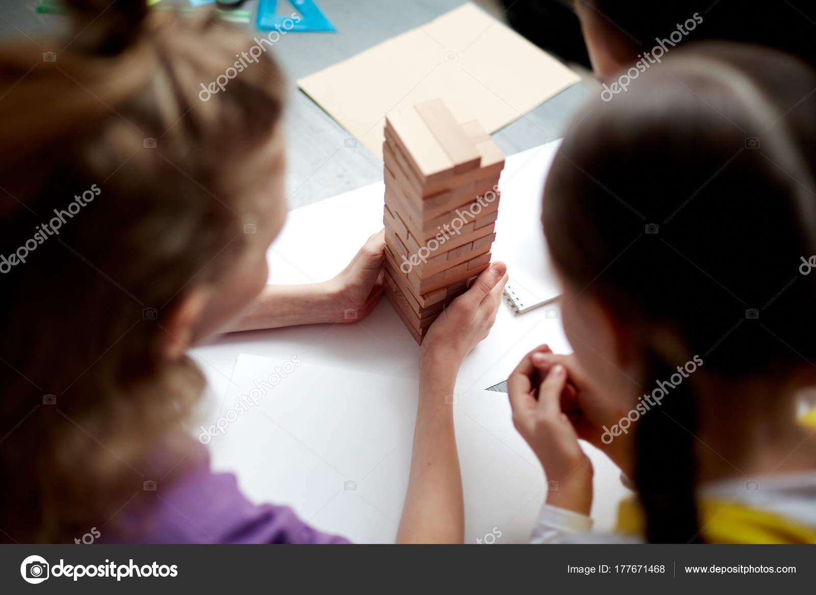 hohen winkel porträt kinder brettspiel tisch kind