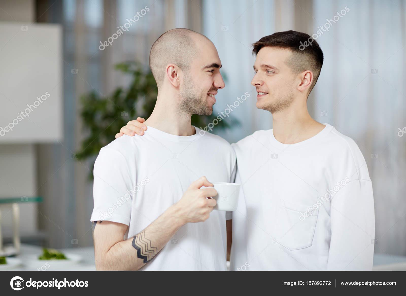 Schwuler Mann, der einen Transman datiert