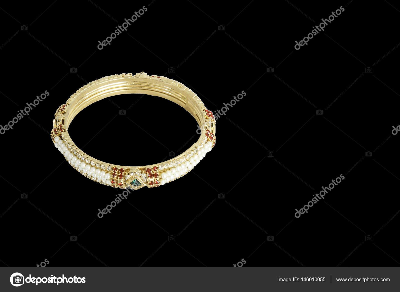 Goldenes Armband Schmuck — Stockfoto © suksao #146010055