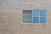 régi ablak téglafal