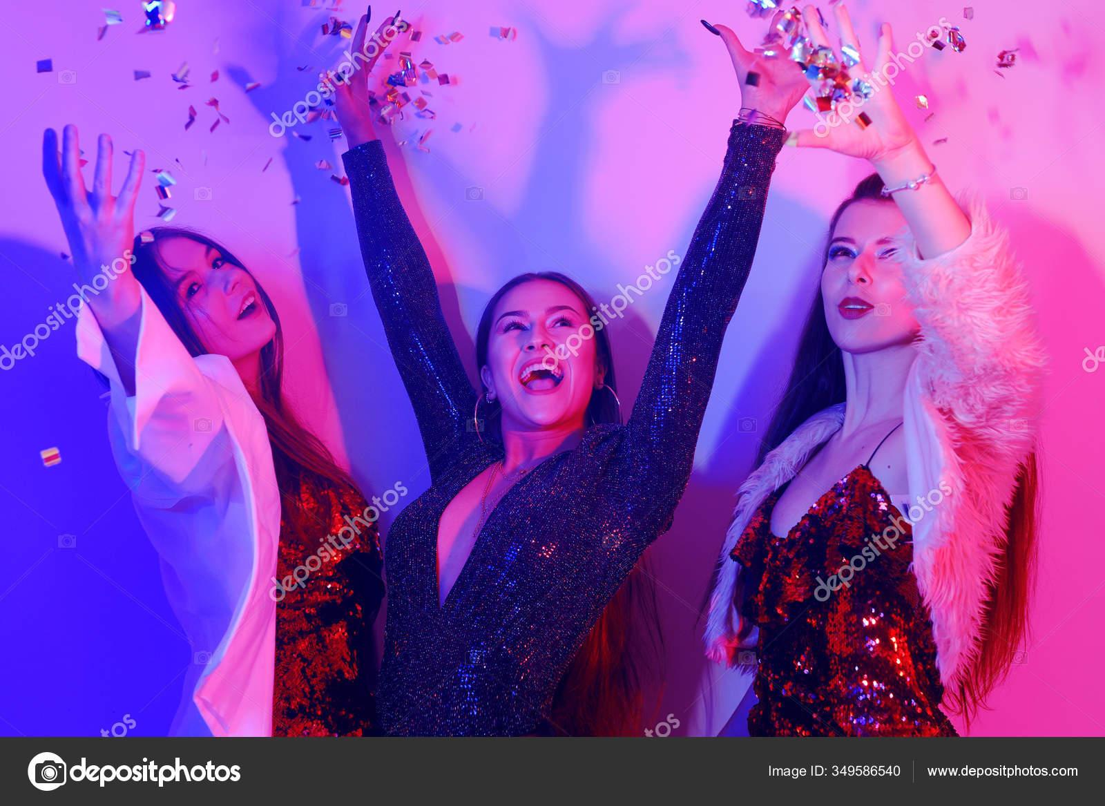 Девушки вы трахались в клубе ночном афиша ночных клубов метелица