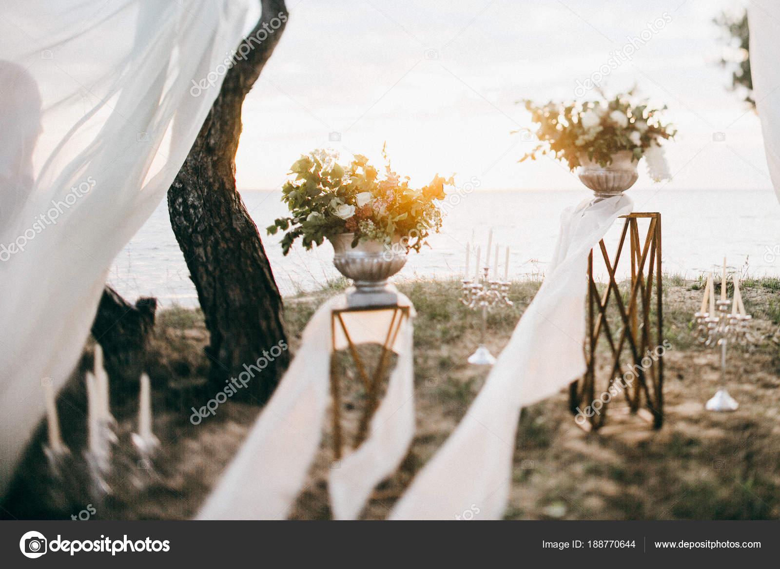 Schone Hochzeit Tag Dekoration Durch Die See Natur Stockfoto