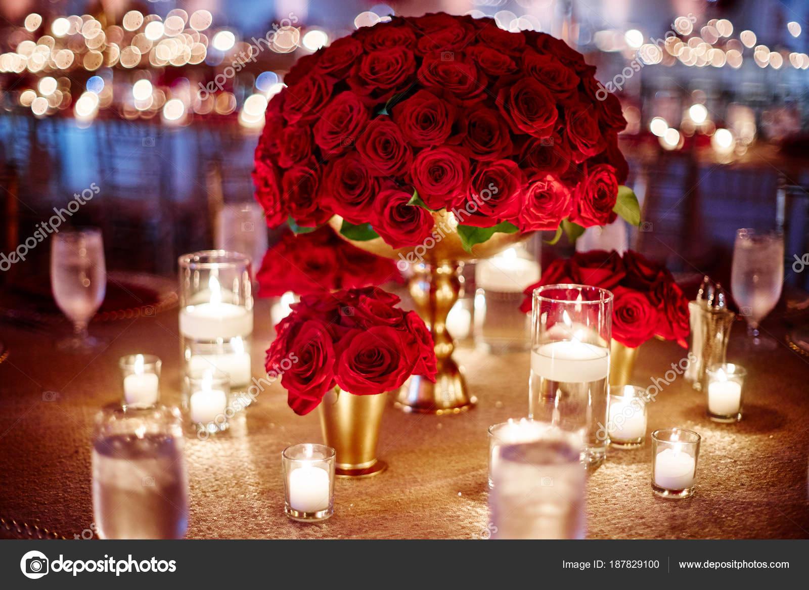 Hochzeit Tischdekoration Mit Einem Bundel Von Roten Rosen Und